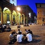 Piazza Verdi, rissa tra studenti italiani e spagnoli alle Scuderie