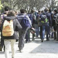 Molinella, 16enne vittima dei bulli a scuola: messo pure sul davanzale del