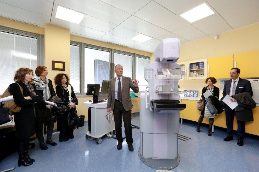 Sanità, al Bellaria di Bologna un mammografo unico al mondo