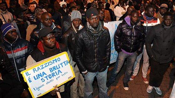 """""""Torna in Africa con la tua scimmietta"""": Ravenna, 50enne verso il processo per razzismo"""