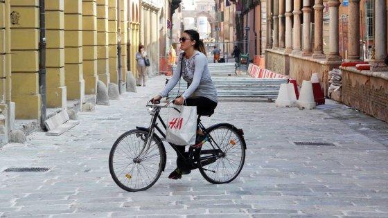 Bologna, se vai al cinema in bicicletta hai lo sconto sul biglietto