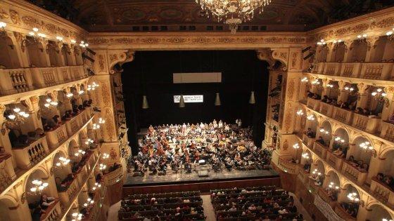 Bologna, sorpresa abbonamenti: più a teatro che allo stadio