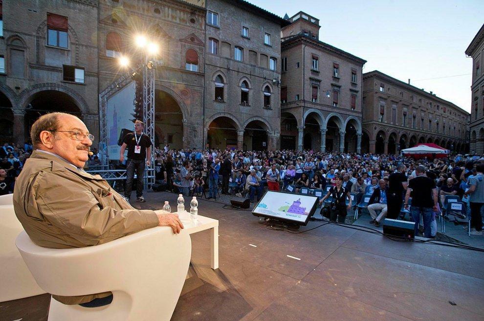 Bologna in lutto, addio a Umberto Eco
