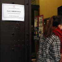 Bologna, all'università manifesti di lutto per Umberto Eco