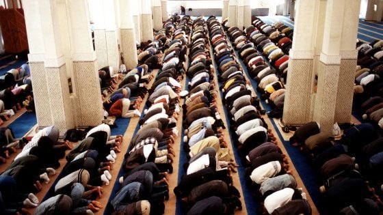"""Islam, il vescovo di Bologna: """"Sì alla moschea e feste musulmane nelle scuole"""""""