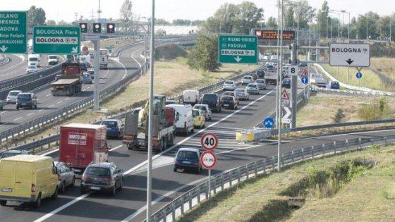 A1, scontro tra tir a Modena: un morto