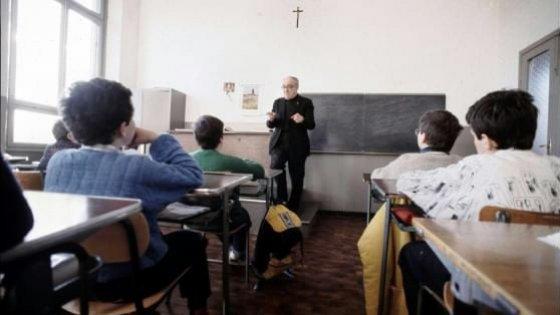 Bologna, benedizioni a scuola: sospeso il divieto del Tar