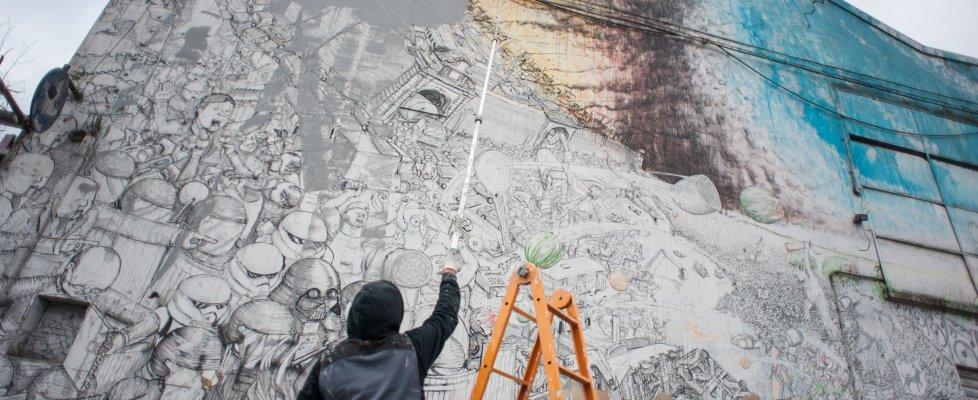 """Bologna, Blu cancella tutti i suoi murales: """"No alla street art privatizzata"""""""