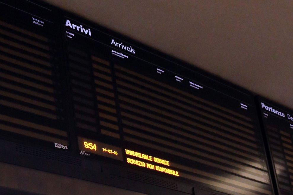 Bologna e in quasi tutte le stazioni emiliane guasto ai tabelloni