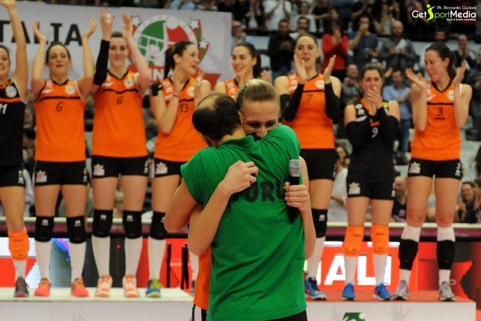 Forlì, dopo la coppa di volley il mister chiede la mano all'atleta: è un sì