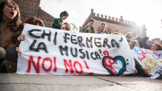 """Bologna, la protesta del liceo musicale: """"Non toccate i nostri prof"""""""