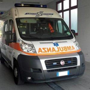 Bologna, tassista aggredito a picconate