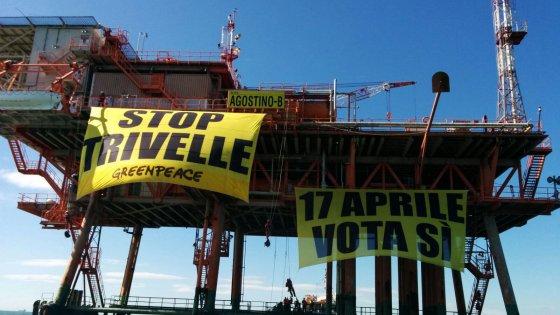 "Marina di Ravenna, blitz di Greenpeace: ""Stop trivelle"""