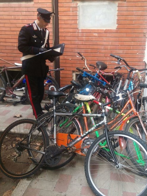 Bologna, biciclette rubate nascoste in un condominio