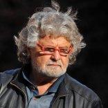 """Lo show di Grillo in città """"Farò crollare chi mi detesta"""""""