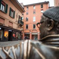 Fine dei selfie: se ne va la panchina di Dalla a Bologna