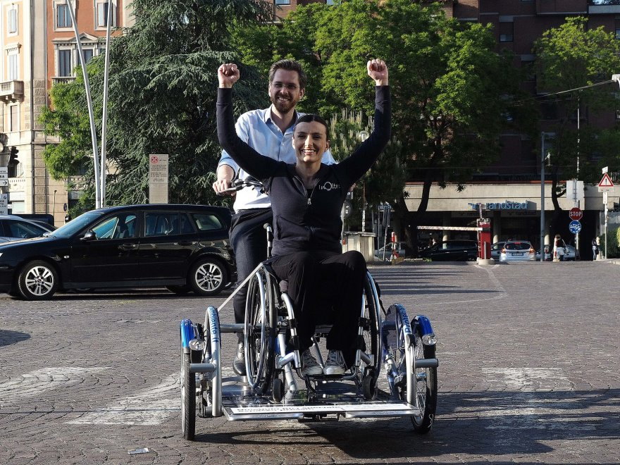 Sulle strade di Bologna con Aspasso, la bici a noleggio per disabili