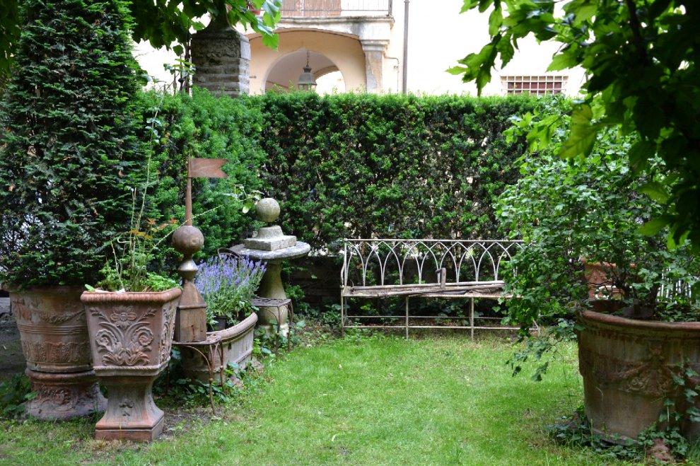 Bologna quei giardini segreti nascosti dietro a un for Giardini di casa foto