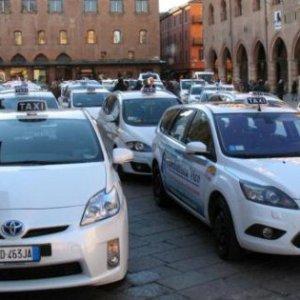 Bologna, via libera della Giunta alle telecamere nei taxi