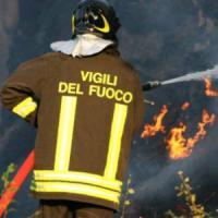 Quattro suv in fiamme a Bologna, denunciato sospetto piromane