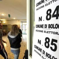 """Bologna, la protesta dei presidi: """"Basta usare le scuole per le elezioni"""""""