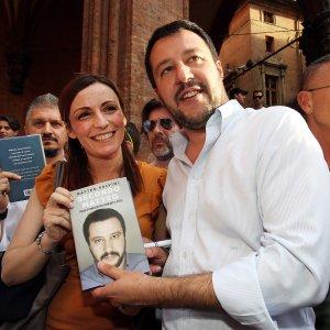Bologna: barricate dei collettivi contro Salvini il 2 giugno in piazza Verdi