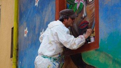 Gutierrez ritocca il suo murales  in Cirenaica sfregiato da ignoti  Foto