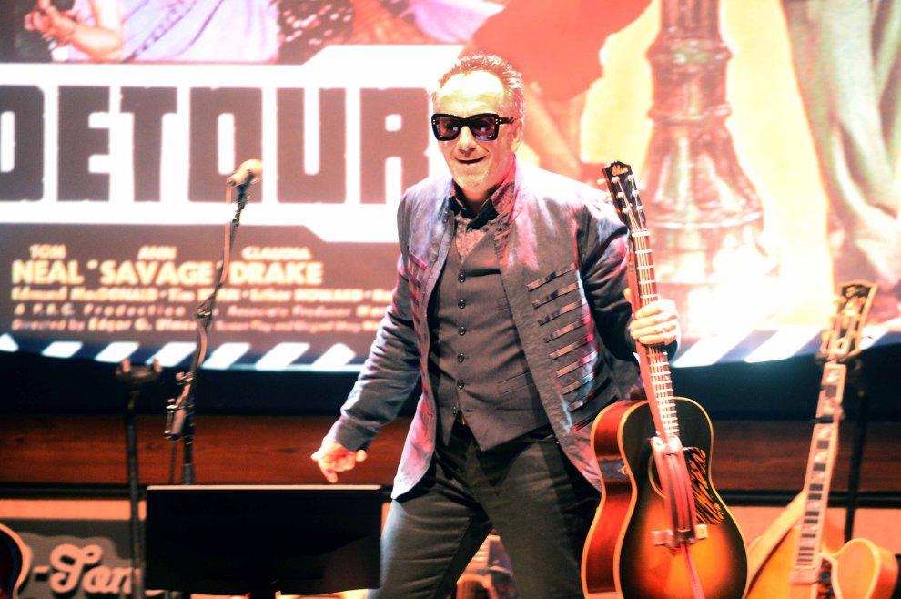 Standing ovation per Elvis Costello al Teatro Manzoni