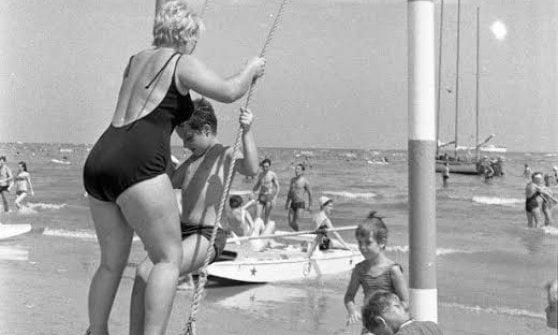 Un'altalena sul mare: Rimini fa un tuffo nel suo passato