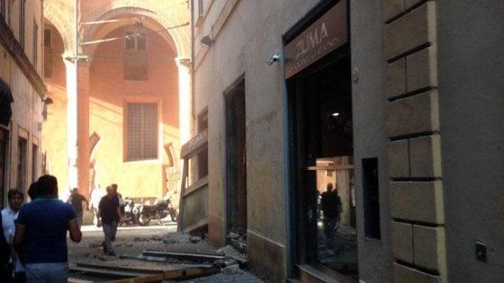 Bologna forte esplosione in centro: coinvolto il ristorante giapponese Zuma
