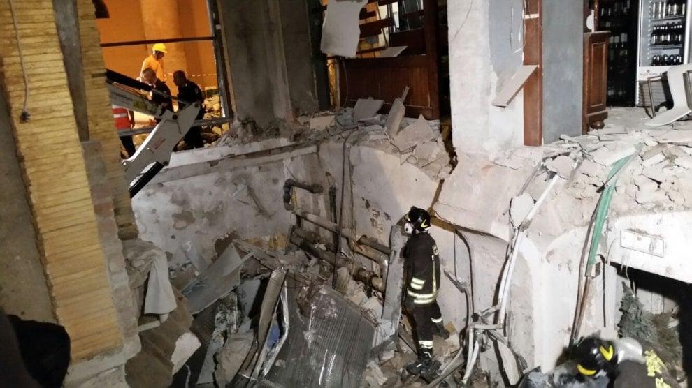 Bologna, esplosione nel ristorante: la devastazione vista con gli occhi di un pompiere