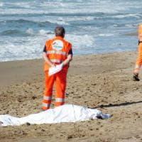 Riviera romagnola, quattro amici cadono dal pedalò: uno annega