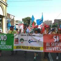 Bologna, in 2mila al corteo delle Poste; sciopero,