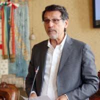 """Il sindaco di Bologna e lo staff: """"Lo pagheremo tagliando le spese"""""""