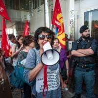 Fiera di Bologna, la rabbia dei dipendenti licenziati al convegno di Poletti