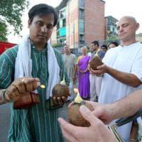 Colori e danze contro il terrore: Bologna, la comunità bengalese ricorda Dacca