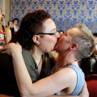 """Deborah ed Elena oggi spose: """"Vi dichiaro civilmente unite"""""""