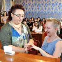 La prima unione civile a Bologna: Merola sposerà due donne