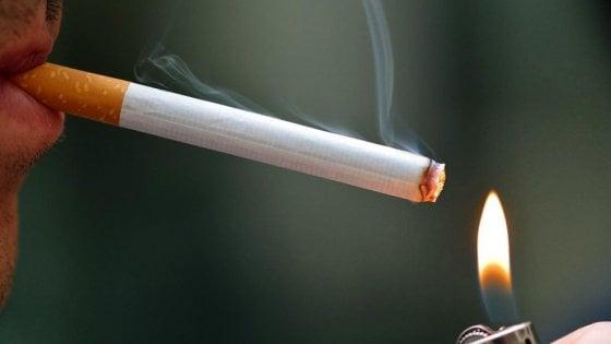 Caro fumatore, che ne diresti di farti più in là?