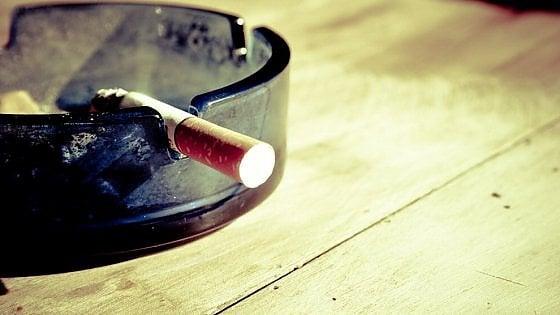 Cari non fumatori, siete diventati troppo intolleranti