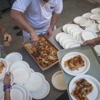 Bologna, il pranzo di Ferragosto per i poveri in Comune