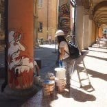 Rimossi i graffiti   Foto   da colonne di piazza Verdi
