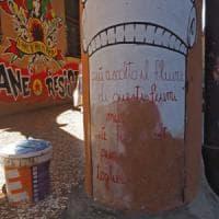 Bologna, via alla rimozione dei graffiti dalle colonne di piazza Verdi