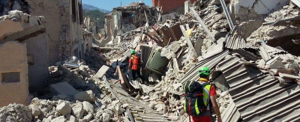 Pompieri, alpini, Protezione civile: l'Emilia-Romagna in soccorso dei paesi colpiti dal sisma in Centro Italia