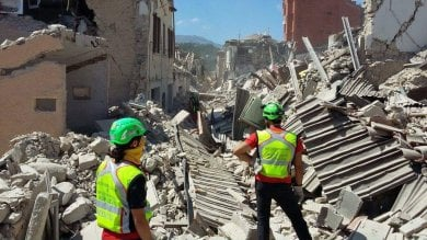 Pompieri, alpini, Saer, Protezione civile Sisma, i soccorsi dall'Emilia-Romagna   Vd