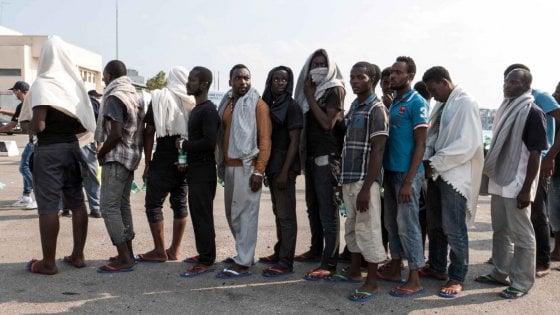 In arrivo altri 750 profughi, comuni in rivolta