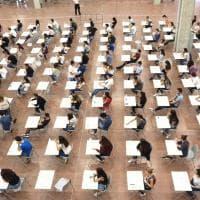 Bologna, in tremila per il test d'ingresso di Medicina. Proteste contro il numero chiuso