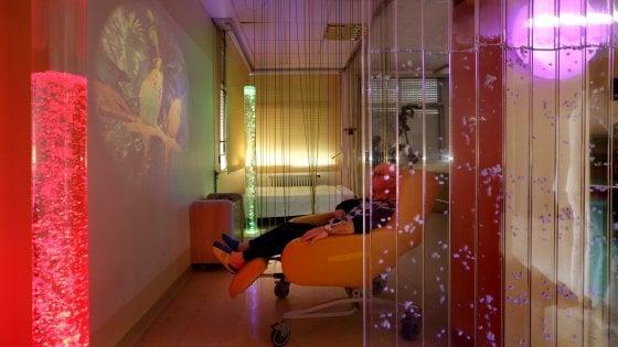 Massaggio per restauro di una potenzialità a uomini di video