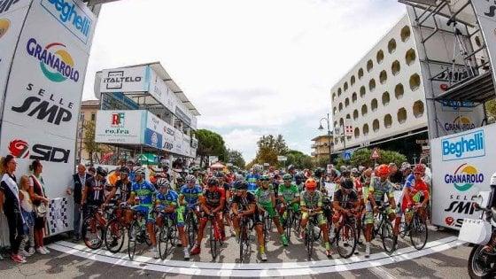 Ciclismo, il colombiano Chaves vince il Giro dell'Emilia
