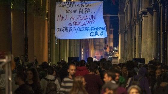 Caos piazza Verdi, la risposta del Comune: maxi-stangata a venditori abusivi di birra
